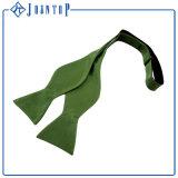 実業家のための緑の自己のタイのちょうネクタイ