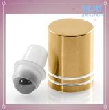 Rolo de vidro no frasco de perfume com esfera e o tampão de alumínio