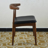 椅子(SP-LC287)を食事する北のヨーロッパの旧式な様式のハンズBull牛角の肘のレストラン
