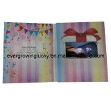 Поздравительая открытка ко дню рождения экрана LCD видео-