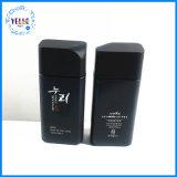 Kosmetik, die schwarze bereifte Glasflasche verpackt