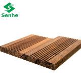 Suelo de bambú de la madera dura al aire libre con el bambú tejido hilo