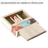 Petite boîte cadeau en bois de pin avec les diviseurs d'huile essentielle