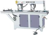 Hölzerne Zeilen der Bohrgerät-Maschinen-zwei, die Maschinerie-hölzerne Bohrmaschine bohren