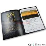 Impression de catalogue de qualité avec l'endroit UV et le clinquant d'or estampant sur chaque page