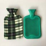 Borracha de cor verde garrafa de água quente e tampa de velo
