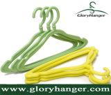 Gancho de roupa plástico para crianças da cor da alta qualidade