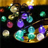 La burbuja de las luces de la cadena de bola de cristal