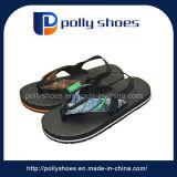 Progettare il nuovo sandalo per il cliente dei bambini nella stampa di EVA