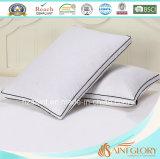 Precios baratos protector de almohada de algodón puro relieve blanca almohada cubierta con la escuadra