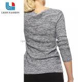 여자를 위한 운동 유행 뜨개질을 한 스웨터