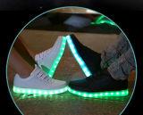 クリスマスの普及した大人LEDの靴