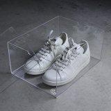 Étalage acrylique clair de caisses de chaussures d'espadrilles d'hommes de cadre de chaussure