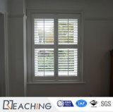 Edificio de color blanco de las rejillas de ventana de obturador Materila ciegos