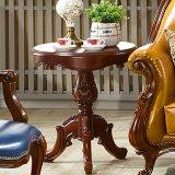 여가 테이블과 가죽 소파 의자를 가진 고전적인 옥외 가구