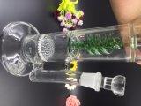 [بونتك] زجاجيّة يدخّن [وتر بيب] كأس نارجيلة لأنّ [وتر بيب]