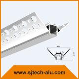 구석 안쪽에 건식 벽체를 위한 플랜지를 가진 중단한 알루미늄 LED 단면도는 거치했다