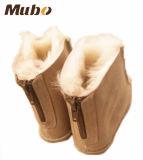 柔らかいゴム製Outsoleの背部ジッパーデザイン羊皮は利得をからかう