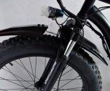 Bicicletta grassa elettrica dell'incrociatore delle 26 montagne con la cassa di batteria della bottiglia