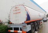右駆動機構のSinotruk HOWO 25cubicのメートルの給油車