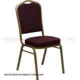 호텔 가구 크라운 Burgundy에 의하여 모방되는 직물과 형 거품을%s 가진 뒤 겹쳐 쌓이는 연회 의자
