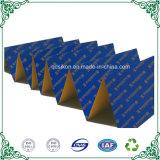 Большой мебель упаковки последовательных гофрированный картон бесконечные фальцованной бумаги в мастерской