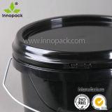 1つのガロンの金属のハンドルが付いているペンキのための黒い円形のプラスチックバケツのバケツ