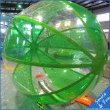 Bola inflable del agua que recorre