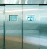 Porta deslizante do laboratório do operador