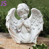 庭の装飾のための少し天使の彫像の彫刻切り分けられる美しい手