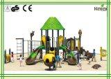 公園の子供のための屋外の運動場緑の木の屋根の屋外の運動場