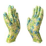 Нейлоновые нитриловые перчатки в саду с покрытием