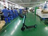 大人の電気手段のスマートな自己のバランスの蹴りのスクーター