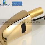 Robinet automatique de bassin de détecteur de l'eau sanitaire d'or d'articles