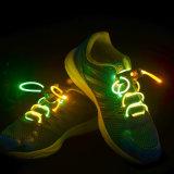 LEDのレースフラッシュ党ディスコの靴ストリングをつけなさい