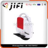 Monocycleの電気スクーターのバランスをとっている1人の車輪の自己