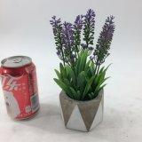 La lavanda artificiale di ceramica pianta conservato in vaso