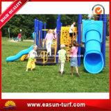 Los niños de césped artificial para el área de juegos