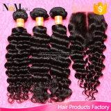 深い波の閉鎖、自由な中間が付いているブラジルの巻き毛のバージンの毛束が付いている閉鎖3部の、閉鎖が付いている加工されていない人間の毛髪