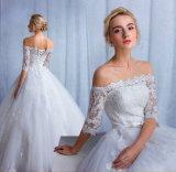 肩の半分の袖を離れた優雅な夜会服はボタンの花嫁のウェディングドレスをひもで締める