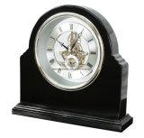 Часы таблицы грандиозной черной отделки рояля деревянные каркасные