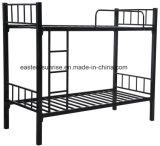粉の上塗を施してある鋼鉄二段ベッド