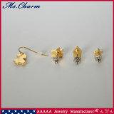 フードのオオカミの家の模造真珠の花のスタッドのイヤリングは4PCS/Setをセットした