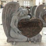 彫版の天使のオーロラの花こう岩の墓石の記念物