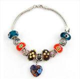 La moda de primavera joyas chapado en Material de aleación de zinc con la Plata forma de corazón colgante de cristal azul Pulsera con estrás (Pb-051