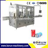 Machine de remplissage de boissons en plastique de type linéaire