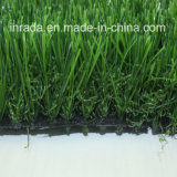 남자는 아늑한 홈과 정원 장식을%s 인공적인 잔디 뗏장으로 만든 잔디를 만들었다