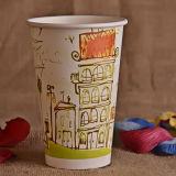 جدار وحيدة فنجان حارّ مع غطاء