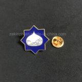 D'un insigne ou un emblème avec le fer de l'émail doux