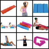 O estiramento une a faixa do exercício dos esportes da ioga